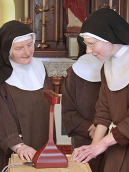 picture showing two poor clare nuns with the prayer companion