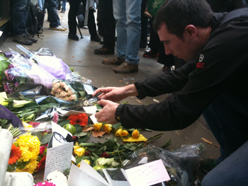 Photo of Steve Jobs shrine in Regent Street, London
