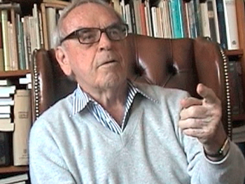 Photo of Jürgen Moltmann being interviewed