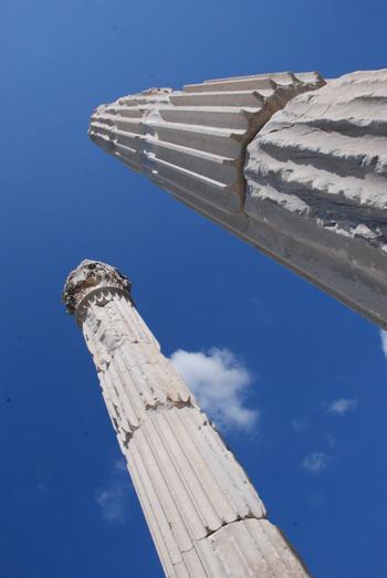 Photo of standing Greek columns in Pergamum